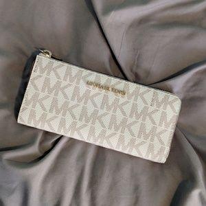 ❕ Vanilla Michael Kors Zip Wallet ❕